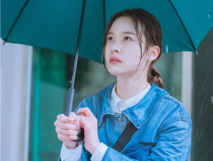 Shin Do-Hyun as Na Ji Na/ Lee-Hyun (pen name)